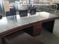 低价出售电脑桌工位板台板椅民用家具及厨房设备等