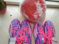 全新阿迪二双足球鞋和足球