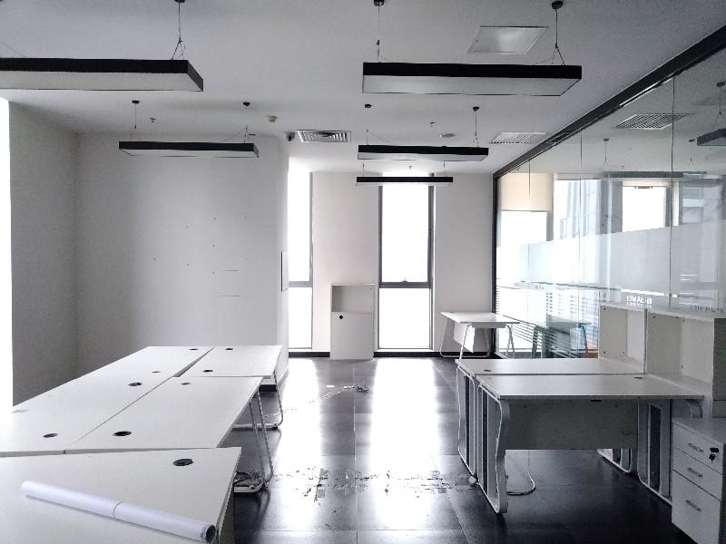 亦庄地铁旁 整层470平米精装修带隔断写字楼出租