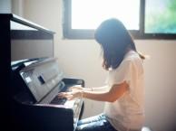 深圳湖贝学钢琴钢琴培训 学钢琴成人和儿童是大大的不同的!