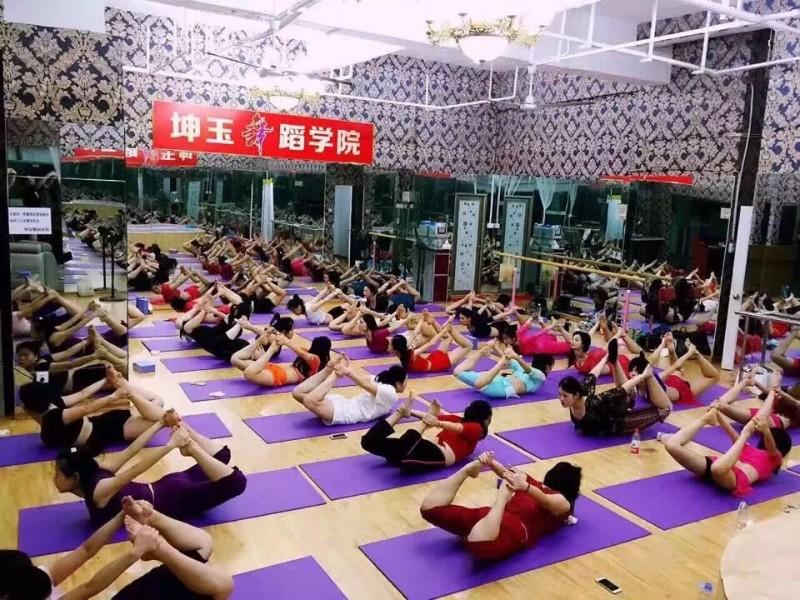 福建省坤玉舞蹈实力成人零基础专业舞蹈培训
