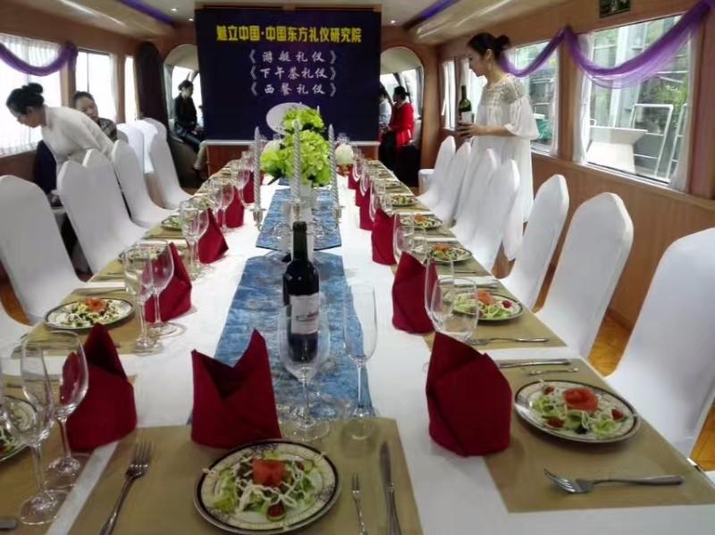 上海游艇租赁-45人游艇6800元-上海游艇租赁找乐航