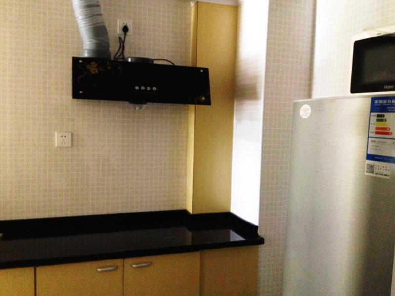 精装修大单间 带阳台独卫厨房 押一付一 可短租