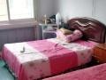 女生合租房双人床300包取暖