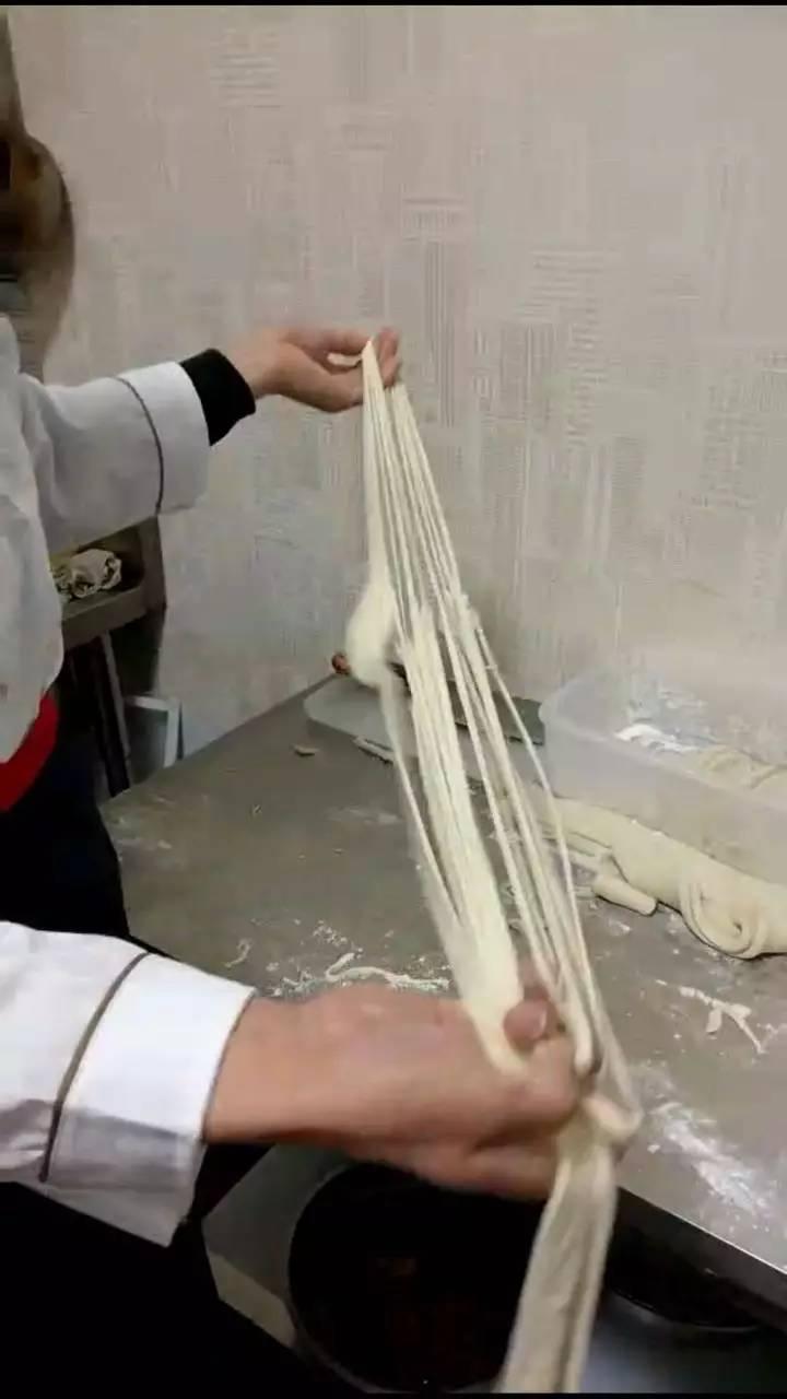 中华面食一绝手撕面条手撕牛肉面全国加盟连锁 技术培训