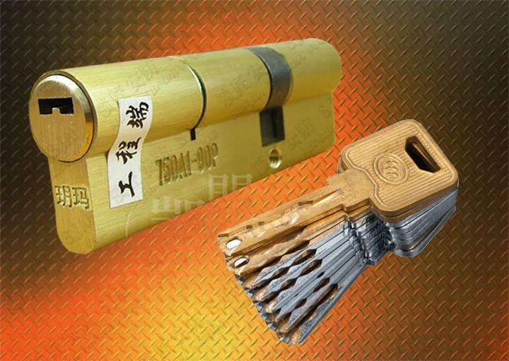 城阳开锁公司 换C级锁芯 指纹锁 配汽车钥匙 遥控器 蓝牙卡