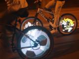 月骑YQ8008全彩自行车风火轮DIY可编程炫彩气嘴灯夜骑安全钢