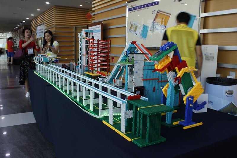 深圳韩端科技机器人教育培精心设计课程