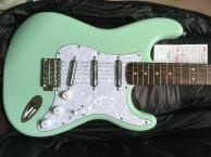 横岗吉他培训 学费2500元 送进口芬达电吉他一把