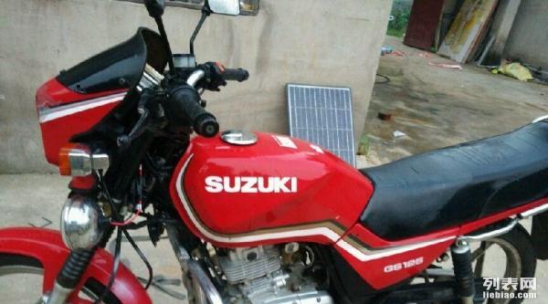 铃木王125摩托车