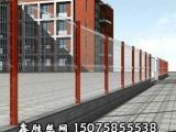 生产厂家鑫胜丝网制品 |桃形立柱护栏网|