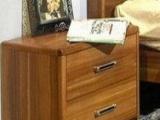 全新质量很好的床头柜便宜处理了