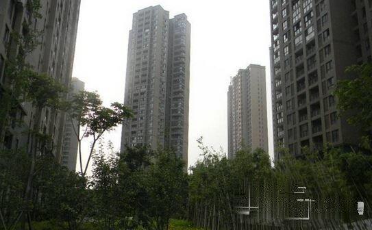 佰港城上 家乐福公交站旁 橙果公寓居家好房 繁华地段 交通便