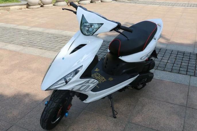 本市最低价长期销售:雅马哈鬼火踏板摩托.低价处理