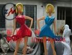 商业街抽象彩绘人物 时尚购物女性玻璃钢雕塑