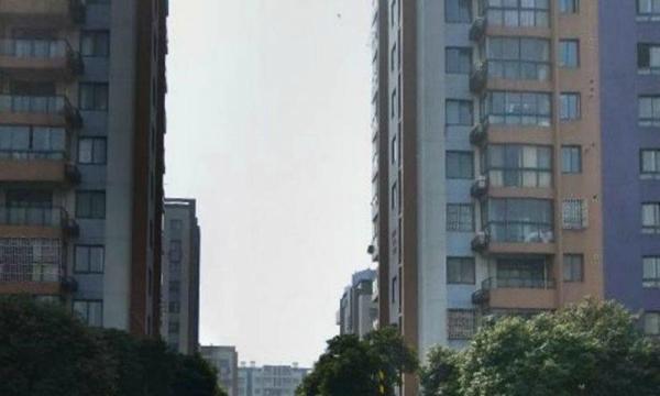 江城国际瑞景苑三室两厅+加送60平阁楼精装无税+欲购从速!!