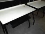 办公家具二手低价转让,有样式各异的办公桌等