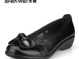 沈威2013新款真皮女单鞋牛皮坡跟女鞋粘花妈妈鞋舒适老人鞋
