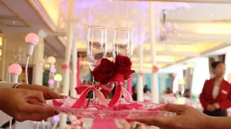 阿拉尔纬度-90时尚婚礼会馆