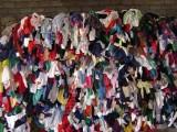 正规方式销毁处理库存服装鞋帽箱包,库存过时残色衣服焚烧