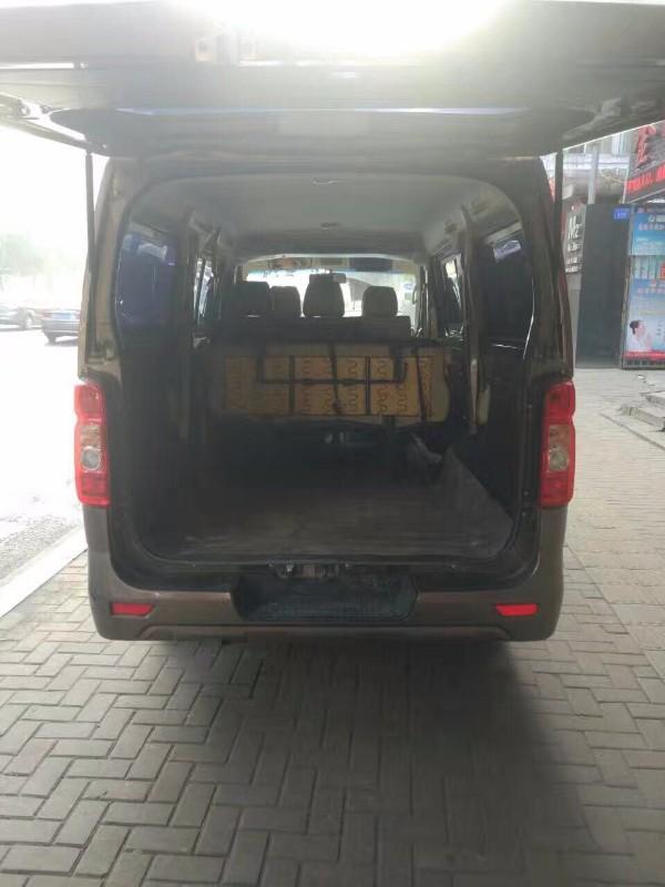 金杯大面包车搬家拉货拉人包车