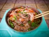 这碗暖意羊肉米线来自成都飘味香美食培训学校