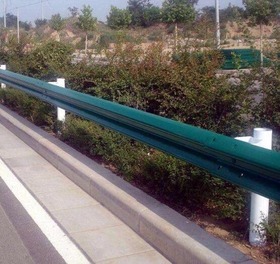 遵义圣高交通喷塑护栏板制作安装定制喷塑防撞栏立柱托架
