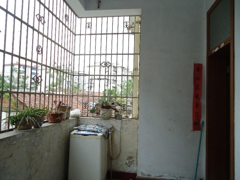 北京路好日子酒店后第三排二楼