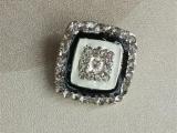 方形黑白滴油镶钻合金纽扣