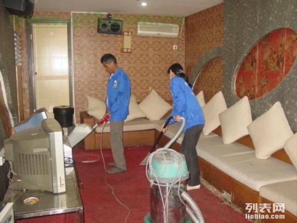 北京美林泉保洁公司专业提供地板打蜡地毯清洗开荒保洁等服务