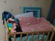 2个婴儿床出售,一大一小,高档实木床,卖给有需要的人