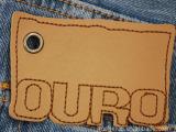 PU皮革材质LOGO及边缘车线且用于牛仔裤上精美皮牌