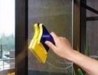 日常保洁打扫各种卫生服务包括擦玻璃。
