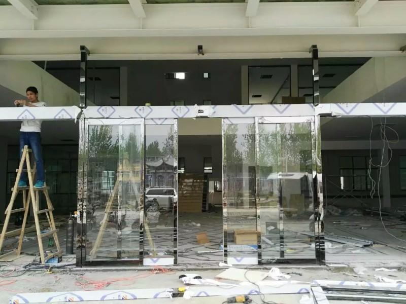 晋宝轩玻璃门业