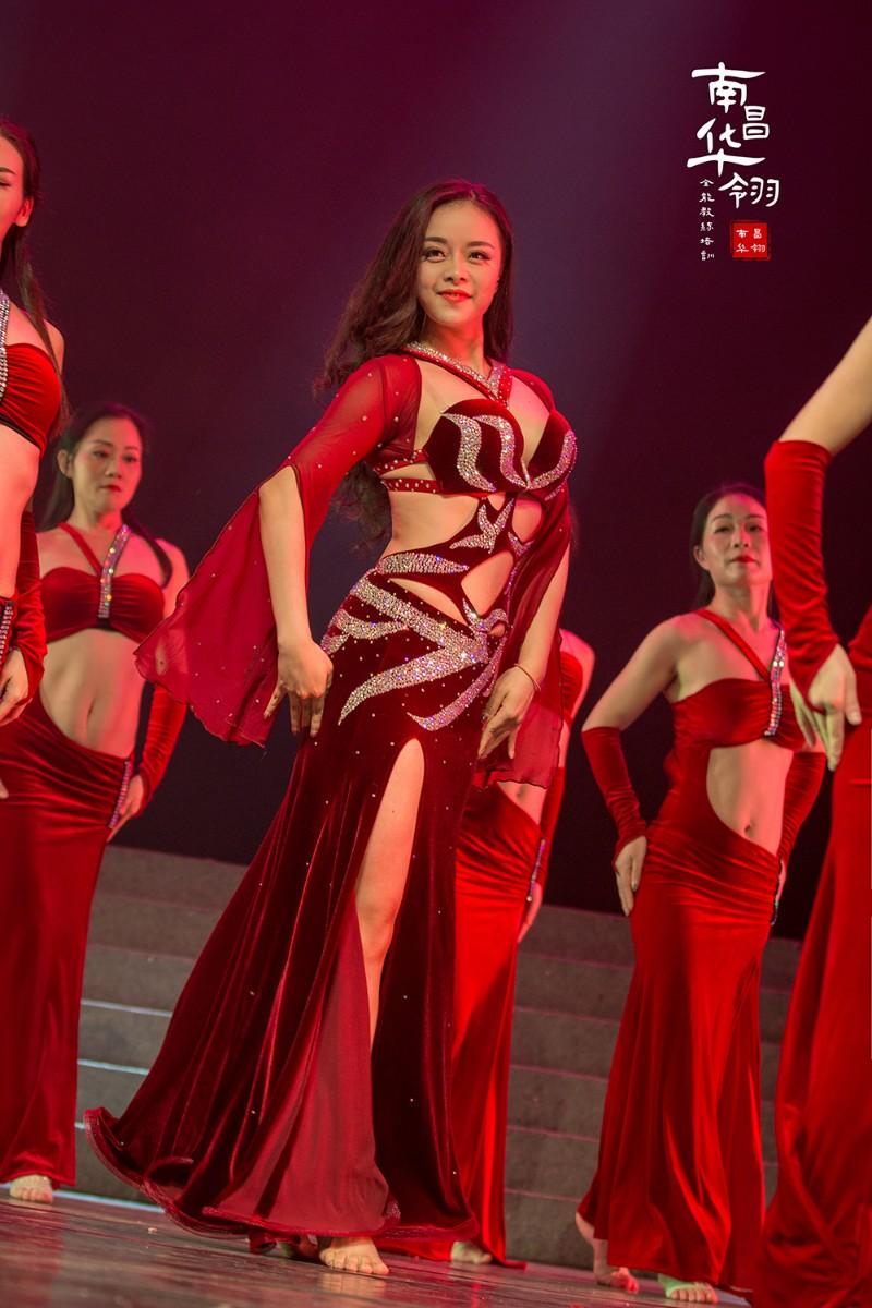 南昌华翎舞蹈瑜伽培训学校给你塑造完美身材