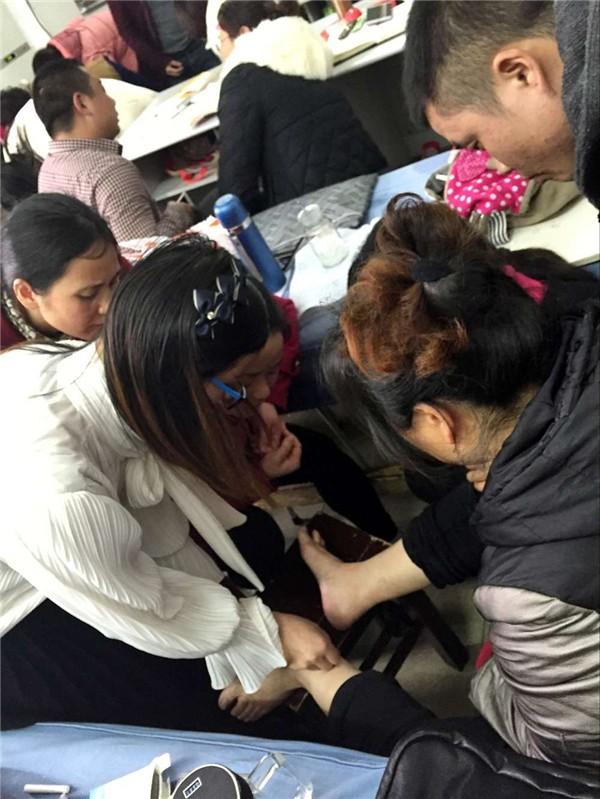 贵州去哪里学习中医针灸推拿哪里专业些多少钱怎么报名