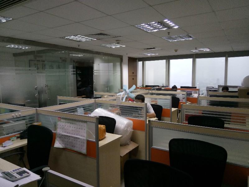 华强北赛格广场创业创客办公位卡位工位合租600元月