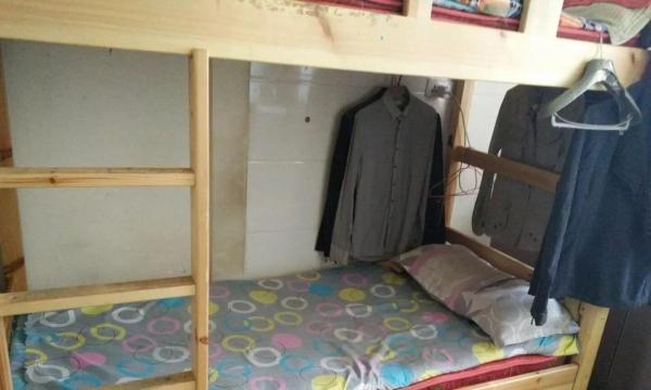 个人摩尔城巨华朗域男生公寓实木床可月付无压金设施齐全