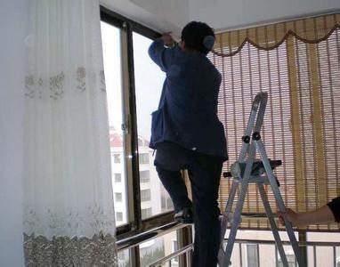 窗帘清洗上门服务 到家拆装免费 青岛鸿万福鸿万福窗帘洗护公司