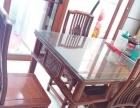 2014年购买的红木餐桌,带六把椅子和玻璃面板。
