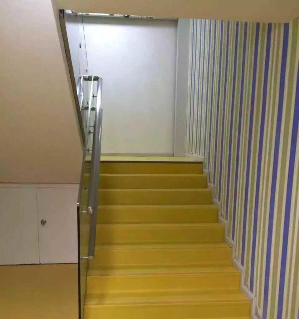 地面工程专家:国产进口塑胶地板适用医院幼儿园酒店