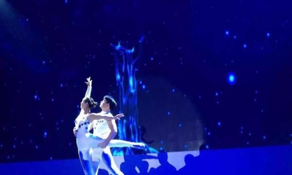 展节目v节目美女美女美女不倒翁小提琴肩上餐桌COSER迅雷下载图片
