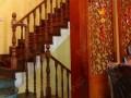 上海别墅楼梯 独特实木楼梯造型 家庭中式美丽木楼梯