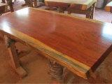 精雕细琢的崖柏根雕茶桌推荐 红木大板供应价格