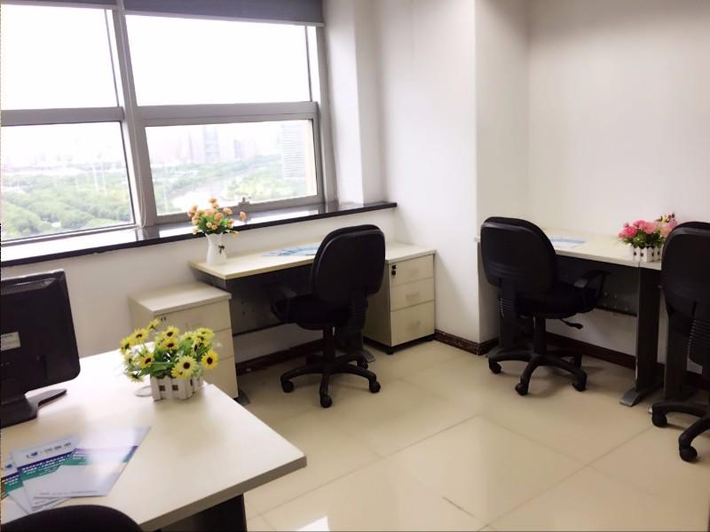 华强电子城,3人办公室出租,包水电家私及网络,带红本租赁凭证