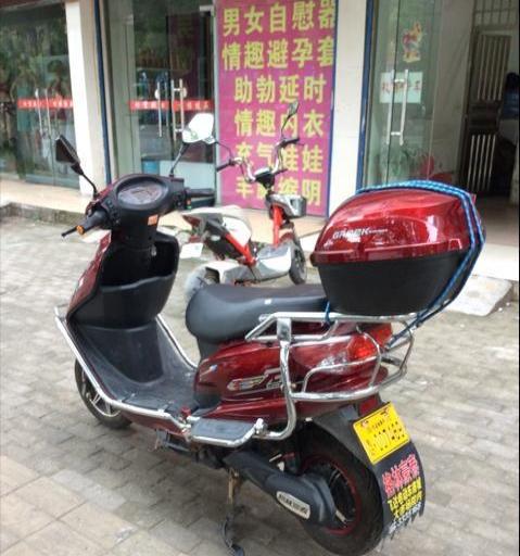 漂亮的踏板车只要680元
