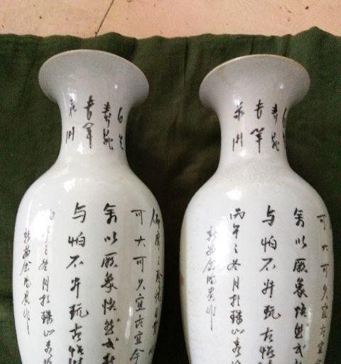 老的花瓶一对
