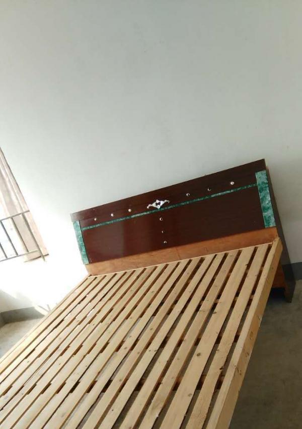 镜湖绿地镜湖世纪 3室2厅 135平米 简单装修 押一付三