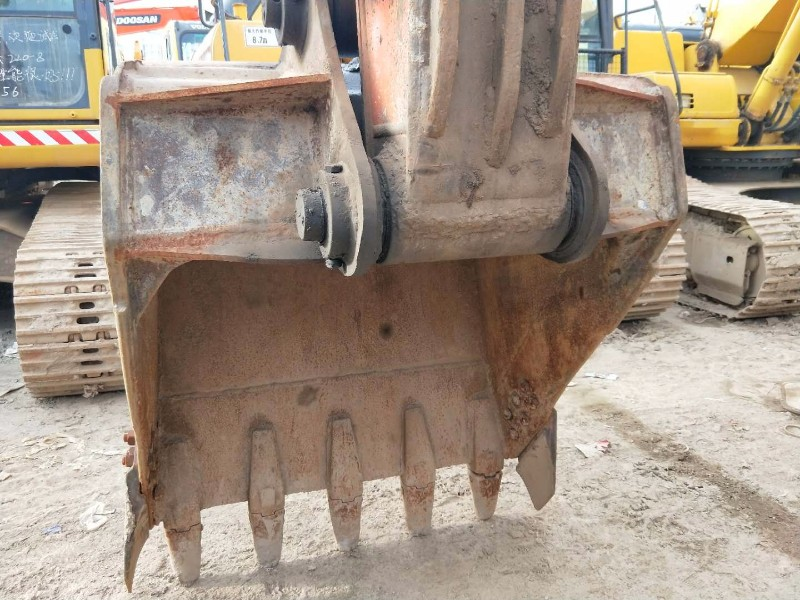 日立210二手原版挖机低价转让 另出售其他品牌大小二手挖机