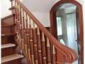 实木整梁楼梯厂家制作 新式异型楼梯立柱款式 别墅扶手头楼梯